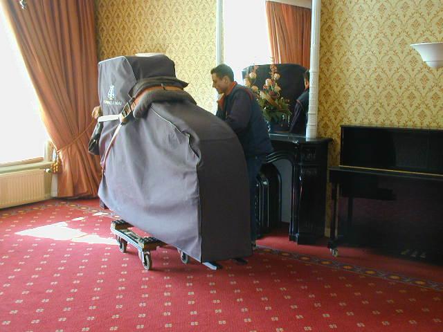 Voorbereiding pianorecital Klara Wurtz op De Klinze in Aldtsjerk